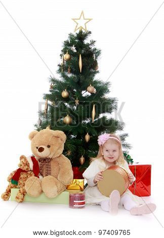 Little girl under the tree