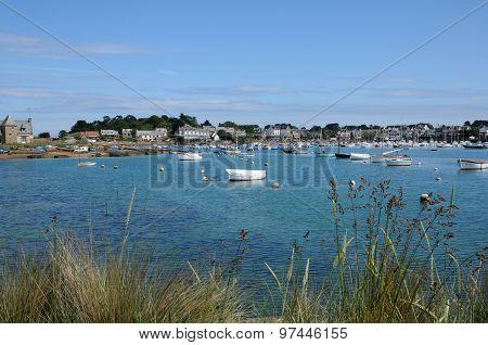 Bretagne, The Picturesque Port Of Ploumanach