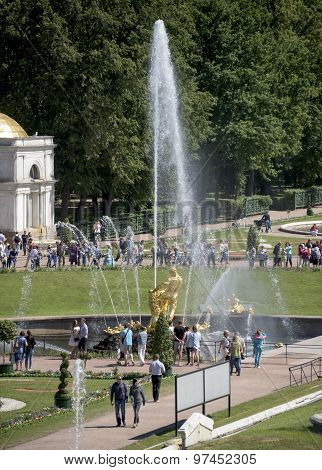 Tourists Admire The Fountain