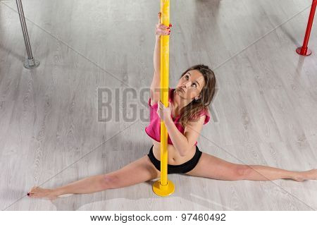 Pole Dancer Doing Split