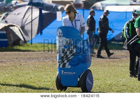 MELBOURNE - Oktober 4: Michelin Mädchen beim MotoGP Rennen auf 4. Oktober 2008, Phillip Island, Melbourn