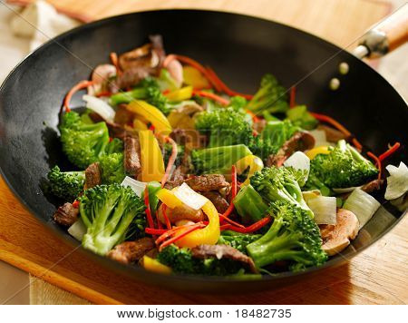 wok full of stirfry with selective focus