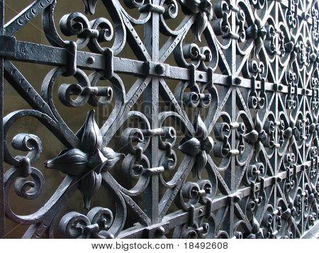 Puerta de la iglesia 2