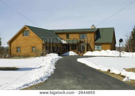 Log Home With 3 Car Garage