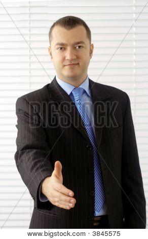 Amable hombre de negocios