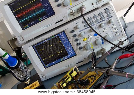 Parameter Measurement Of Pulse Power To The Oscilloscope