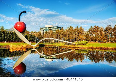 A Spoonbridge e a cereja no jardim de esculturas de Minneapolis