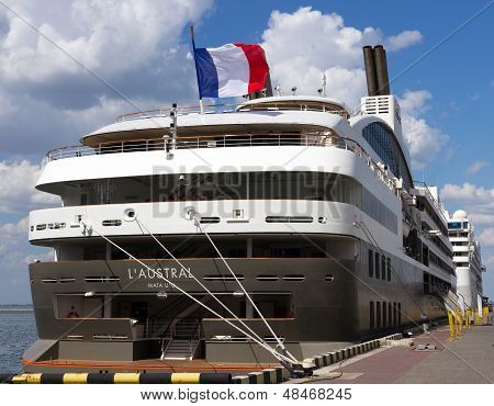 Cruise Ship L'austral