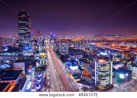 Gangnam District, Seoel, Zuid-Korea skyline in de nacht.