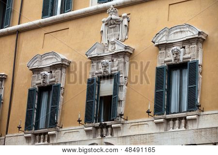 Rome - Old roman houses by Piazza Rotonda