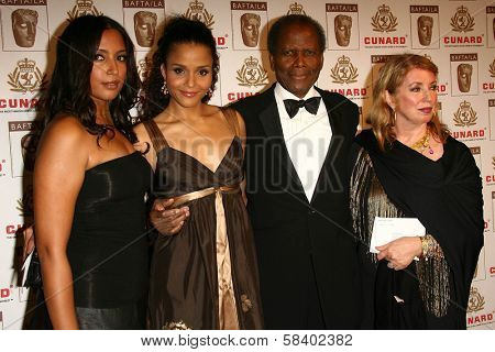 LOS ANGELES - NOVEMBER 2: Sidney Poitier and family at the 2005 BAFTA/LA Cunard Britannia Awards at Hyatt Regency Century Plaza Hotel on November 2, 2006 in Century City, CA.