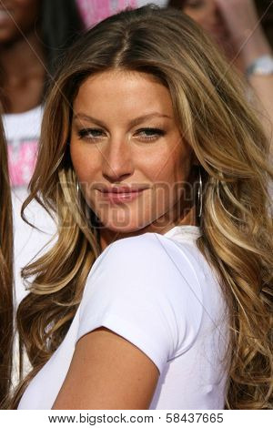 Gisele Bundchen receiving the Key to the City of Hollywood. Grauman's Chinese Theatre, Hollywood, California. November 15, 2006.