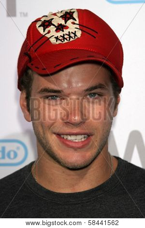 Kellan Lutz at the party celebrating the launch of Nintendo's Game Console Wii. Boulevard 3, Los Angeles, California. November 16, 2006.