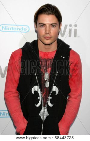Josh Henderson at the party celebrating the launch of Nintendo's Game Console Wii. Boulevard 3, Los Angeles, California. November 16, 2006.