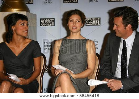BEVERLY HILLS - DECEMBER 14: Rosario Dawson with Jessica Biel and Matthew Perry at the Nomination Announcement For The 64th Annual Golden Globe Awards on December 14 2006 Beverly Hilton, Beverly Hills