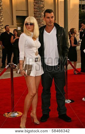 LOS ANGELES - NOVEMBER 21: Gwen Stefani and Gavin Rossdale at the 34th Annual American Music Awards at Shrine Auditorium November 21, 2006 in Los Angeles, CA
