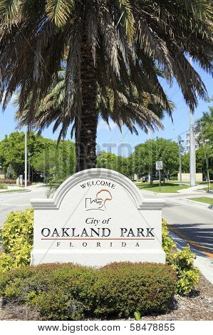 Welcome Sign To City Of Oakland Park, Fl