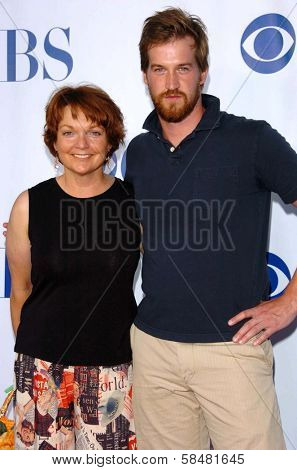 PASADENA - JULY 15: Pamela Reed and Kenneth Mitchell at CBS's TCA Press Tour at The Rose Bowl on July 15, 2006 in Pasadena, CA.