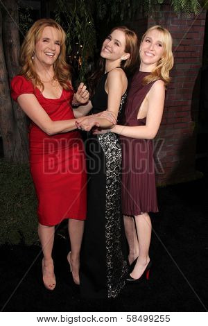 Lea Thompson, Zoey Deutch, Madelyn Deutch at the