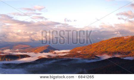 Nascer do sol sobre as Montanhas Blue Ridge.