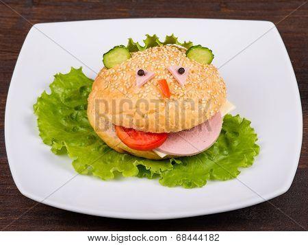 Hamburger Looks Like A Funny Muzzle