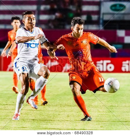 Sisaket Thailand-july 13: Gorka Unda Of Sisaket Fc. (orange) In Action During Thai Premier League Be