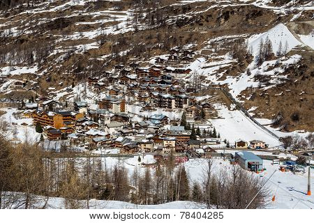 View of the resort Tignes les Brevieres
