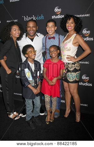 LOS ANGELES - FEB 17: Yara Shahidi, Anthony Anderson, Marcus Scribner, Tracee Ellis Ross, Marsai Martin, Miles Brown at the