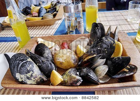 Shellfish curanto
