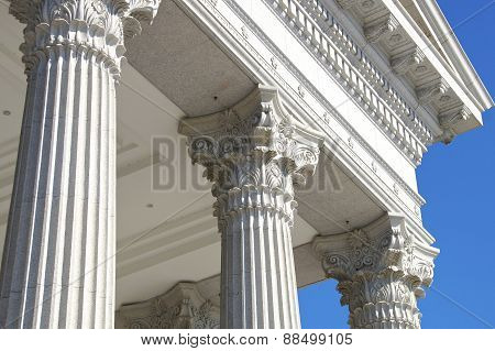 Columns in the city of the museum