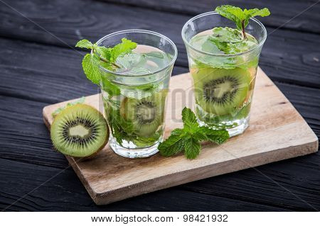 Infused Water Mix Of Kiwi And Mint Leaf