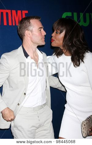 LOS ANGELES - AUG 10:  James Van Der Beek, Aisha Tyler at the CBS TCA Summer 2015 Party at the Pacific Design Center on August 10, 2015 in West Hollywood, CA