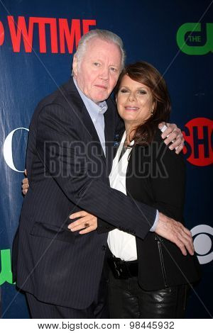 LOS ANGELES - AUG 10:  Jon Voight, Marcia Gay Harden at the CBS TCA Summer 2015 Party at the Pacific Design Center on August 10, 2015 in West Hollywood, CA