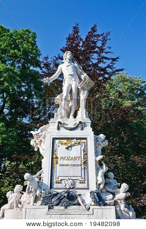 Estatua de Wolfgang Amadeus Mozart en Burggarten, Viena
