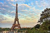 Постер, плакат: Эйфелева башня на вечер Париж Франция