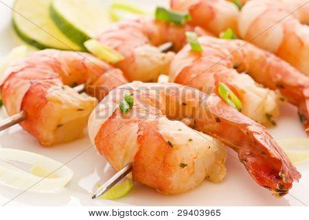 Brocheta de camarones