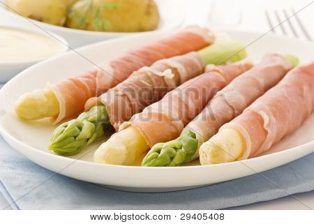 Asparagus with Gammon and Potatoes