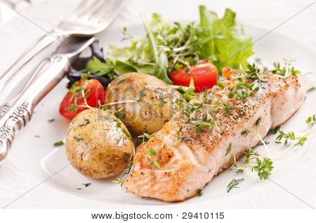 Salmon steak roasted with jacket potato