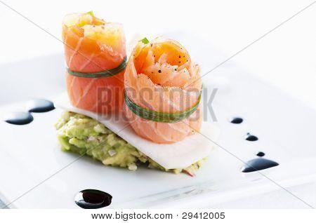 Salmon rolls with avocado cream