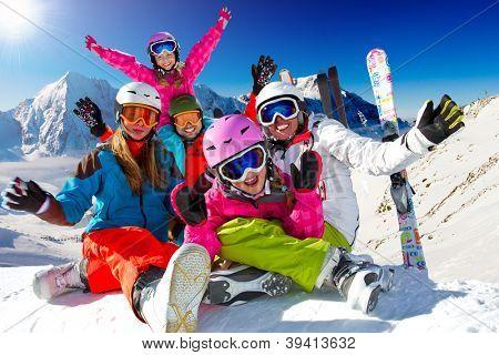 Skifahren, Winter, Schnee, Sonne und Spaß - Familie Winterurlaub genießen