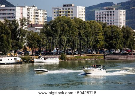 the capital of upper austria in austria is linz. powerboats urfahr