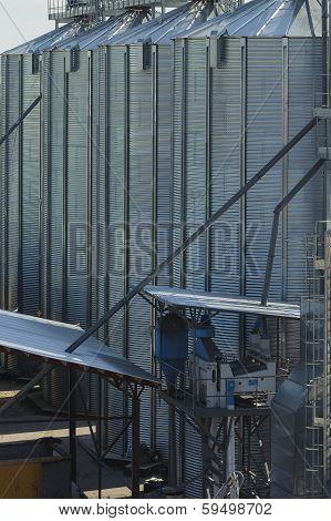 Silos, Grain Elevators.