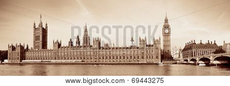 Big Ben and House of Parliament in London in black and white.