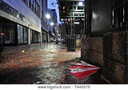 verlassene Regenschirm