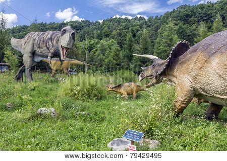 T-rex Vs. Triceratops Family