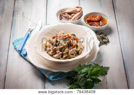 pasta with tuna dried tomatoes and capers