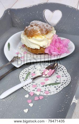 Valentine's Day: Pastry Chantilly Cream, Romantic Breakfast