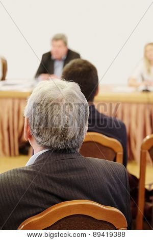 audience listens to the acting in a conference hall
