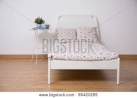 Freestanding Bed In Teen Room