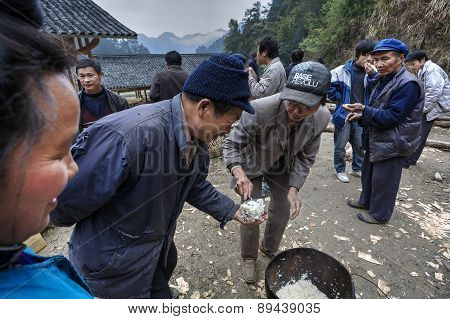 Rural Holiday In China, The Guests Handed Out Boiled Rice